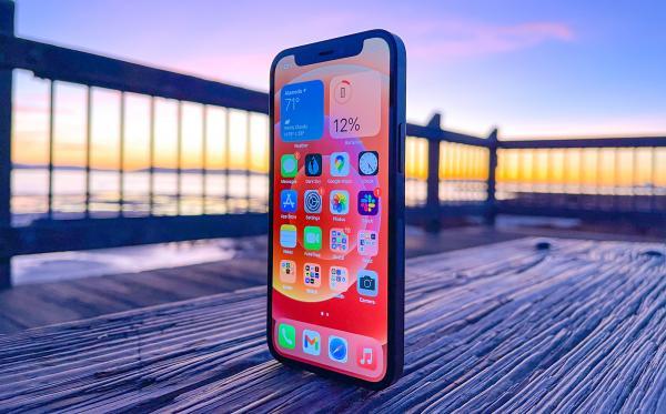 photo of iPhone 12 mini owners report unresponsive lock screens image