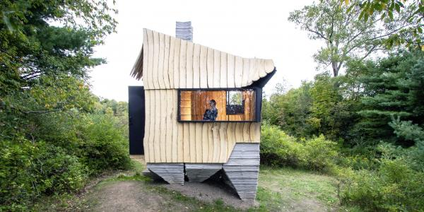 This 100-square-foot tiny cabin was…