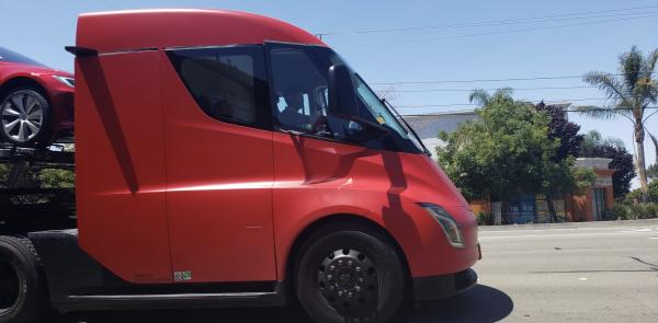 photo of Tesla Semi spotted being used to deliver cars in end-of-quarter push image