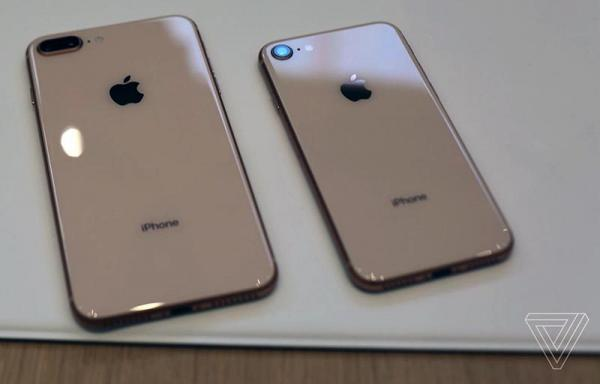photo image Hands-On With Apple's New Glass-Backed iPhone 8 and iPhone 8 Plus