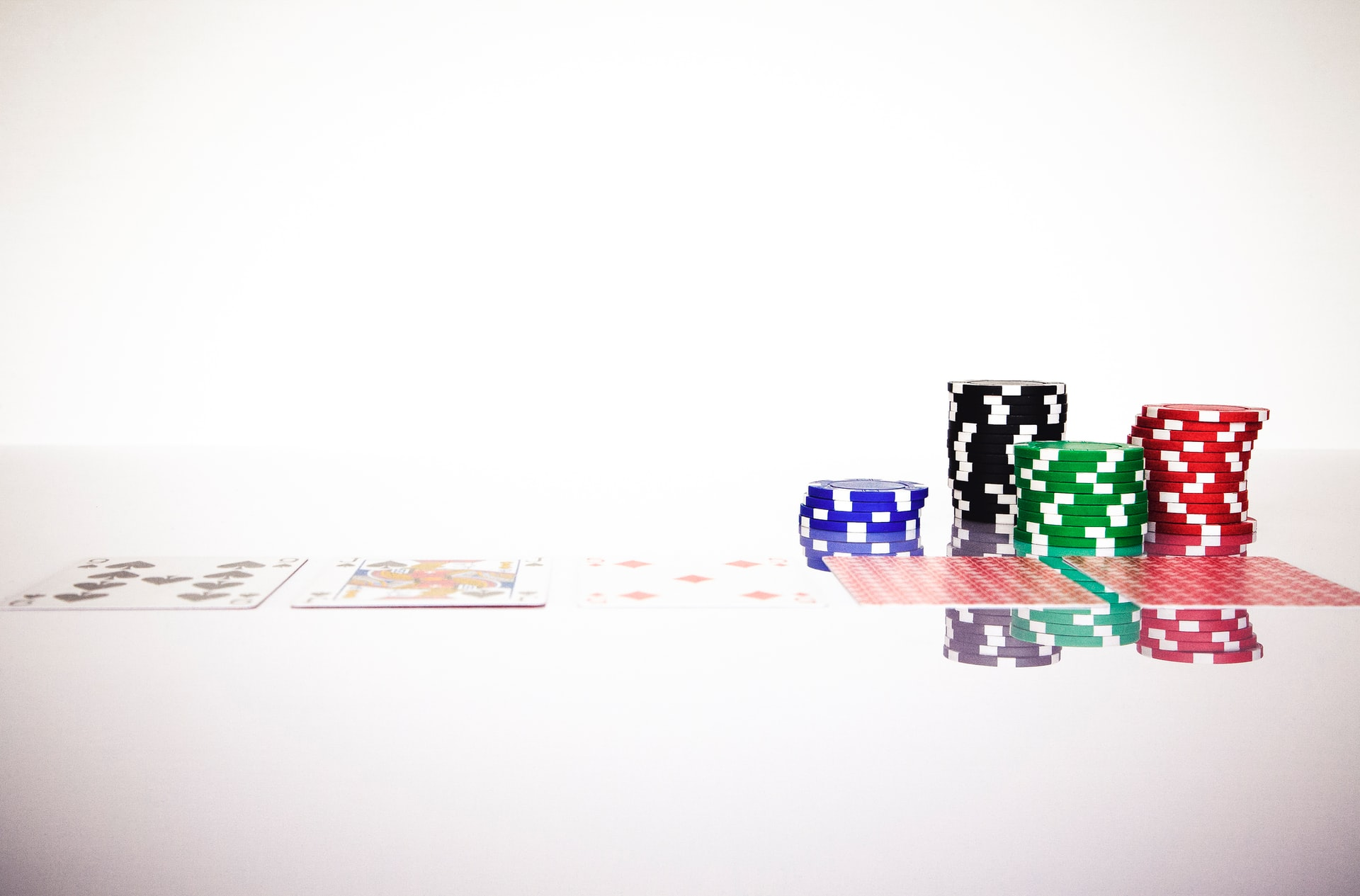 Is Baccarat Better Than Blackjack?