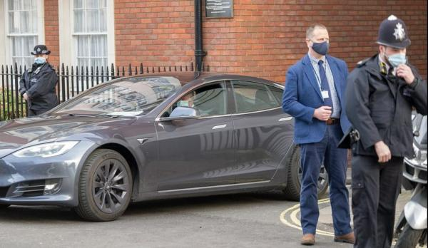 Prince Charles visits hospital in Tesla…