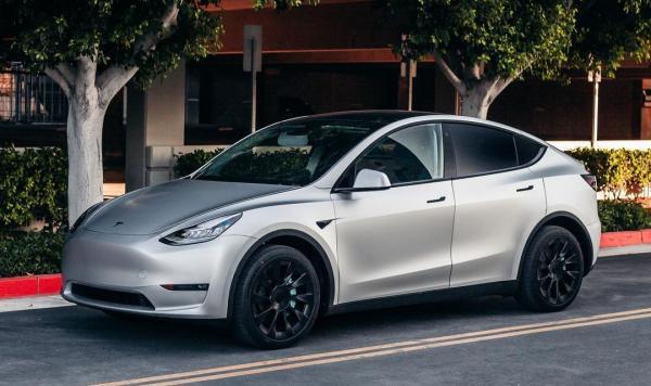 Tesla's Elon Musk hints at vehicle…