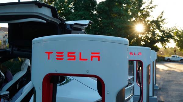 Tesla FSD Beta is currently testing in Europe: hacker
